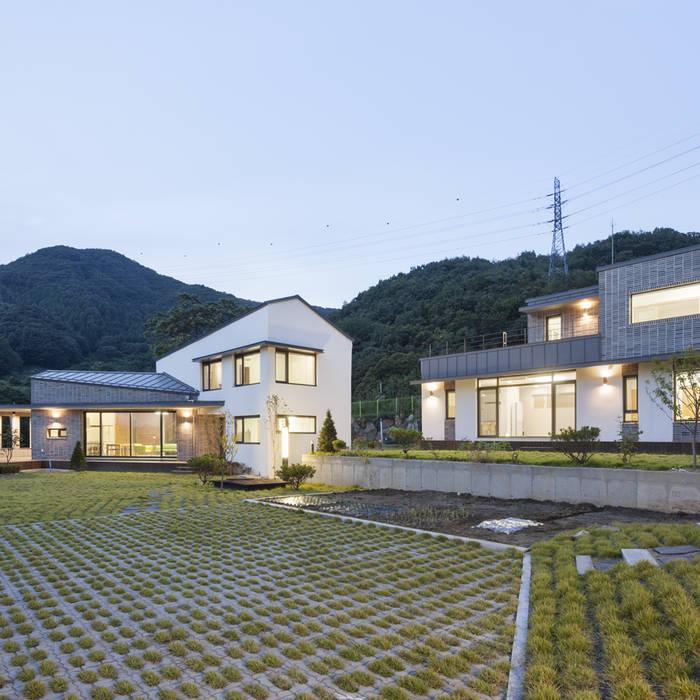 Rumah Modern Oleh SpaceMGT Modern