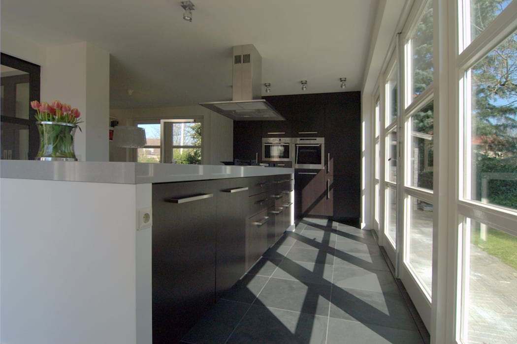 Interne verbouwing keuken,:  Keuken door Schindler interieurarchitecten