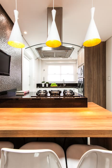Cozinha com tons neutros: Cozinhas  por Barbara Dundes | ARQ + DESIGN,Moderno