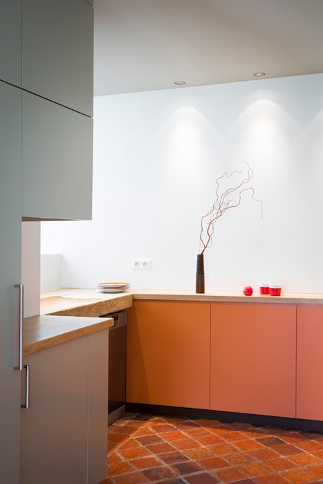 La cuisine: Cuisine de style de style Moderne par MELANIE LALLEMAND ARCHITECTURES