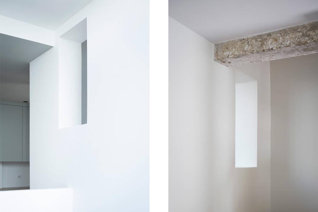 Le couloir: Couloir et hall d'entrée de style  par MELANIE LALLEMAND ARCHITECTURES