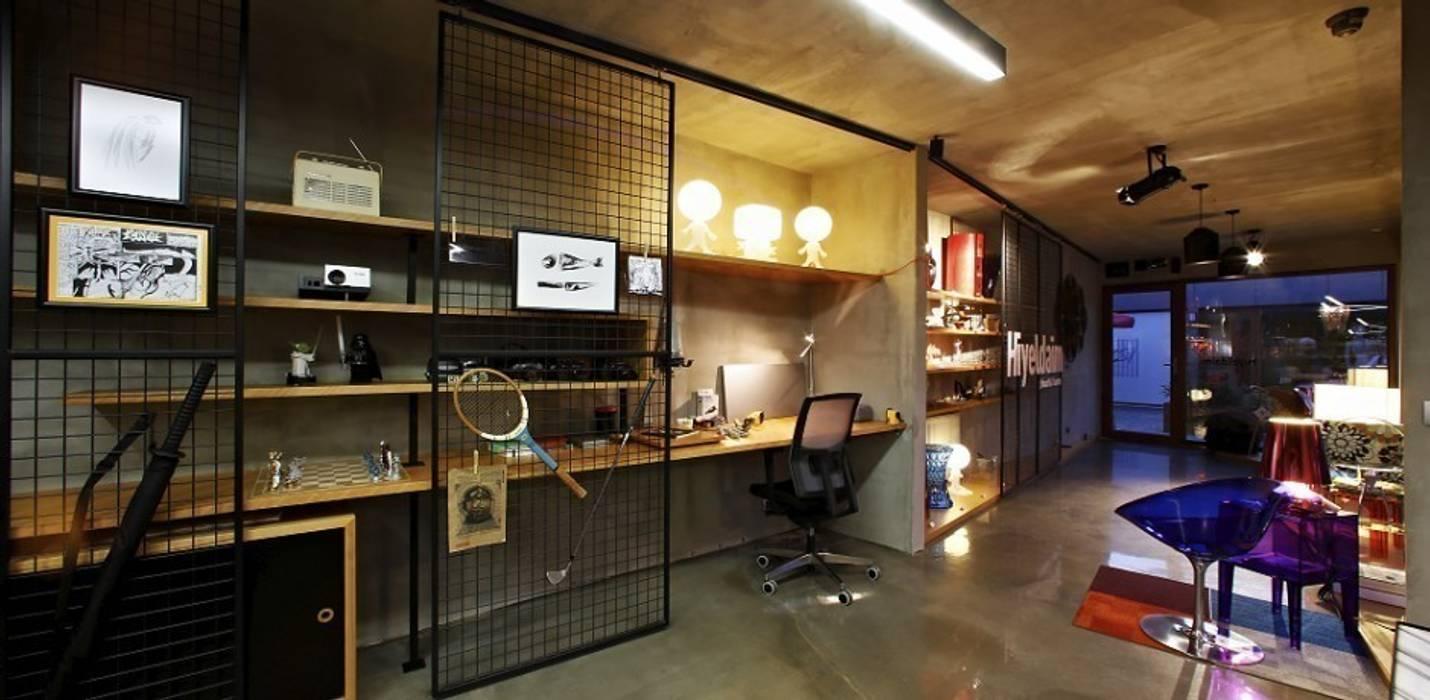 Industrial style offices & stores by Hiyeldaim İç Mimarlık & Tasarım Industrial