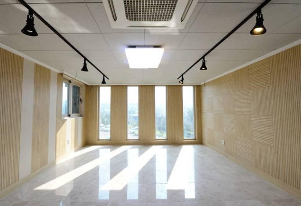대리석마루 뉴이지스톤 델리카토크림 600*600: (주)이지테크(EASYTECH Inc.)의  방