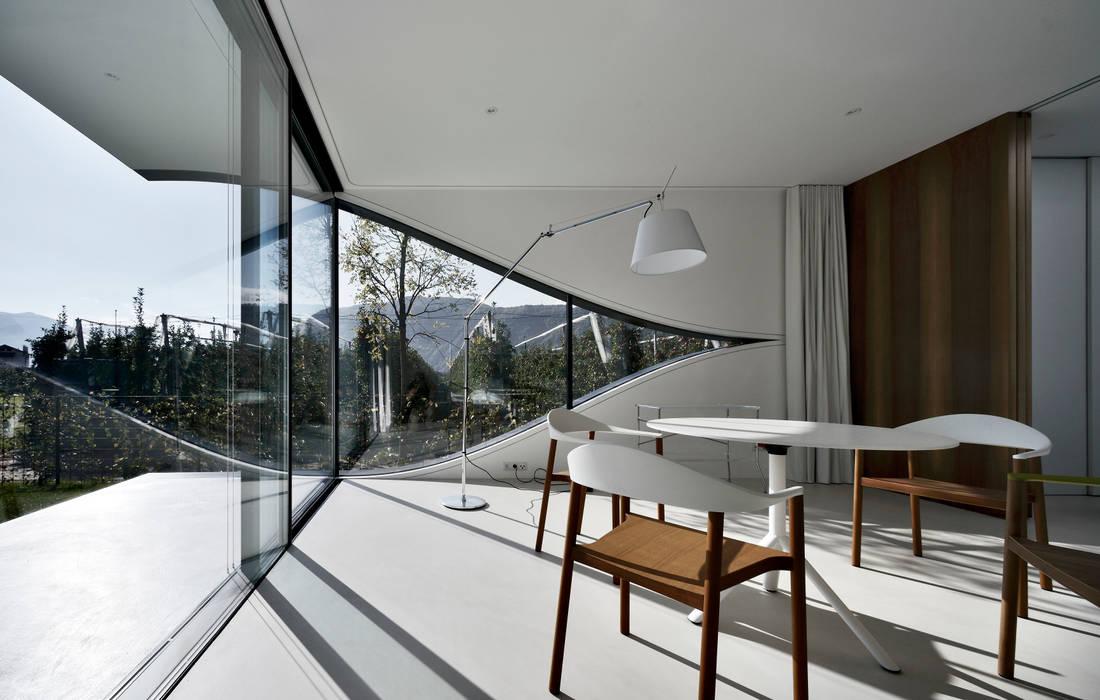 Salle à manger de style  par Peter Pichler Architecture, Minimaliste