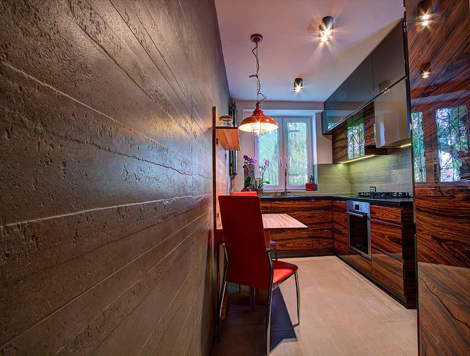 Nowoczesna kuchnia w szarościach i kolorach drewna Nowoczesna kuchnia od Kameleon - Kreatywne Studio Projektowania Wnętrz Nowoczesny
