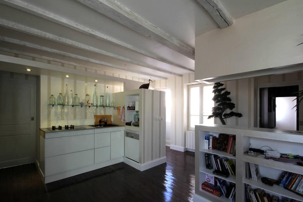 cuisine / salon / entrée: Cuisine de style de style eclectique par Atelier S