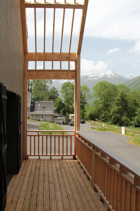 terrasse - chantier en cours: Terrasse de style  par Atelier S