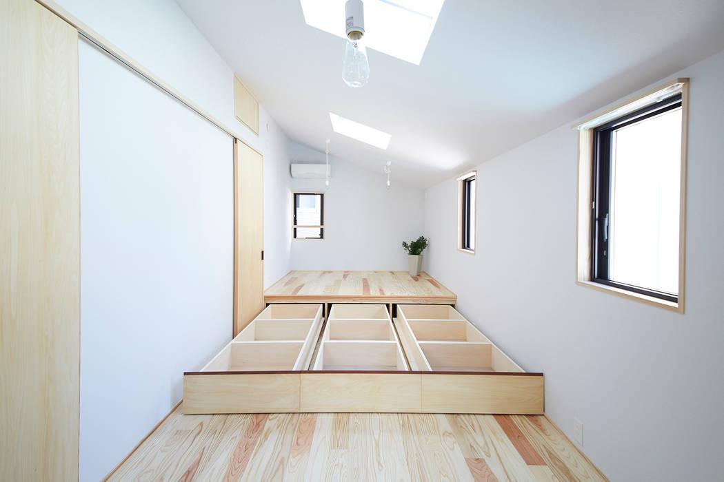 Dormitorios de estilo  de 一級建築士事務所co-designstudio