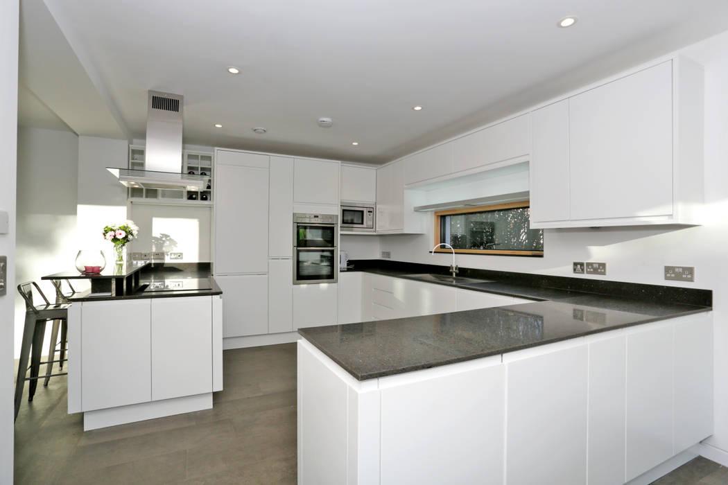 Schoolmasters Modern kitchen by build different Modern