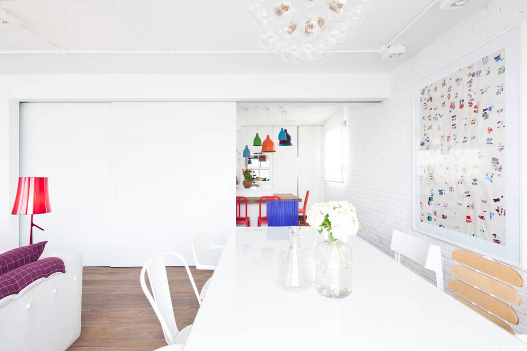 Ruang Makan Modern Oleh Flávia Gerab Modern