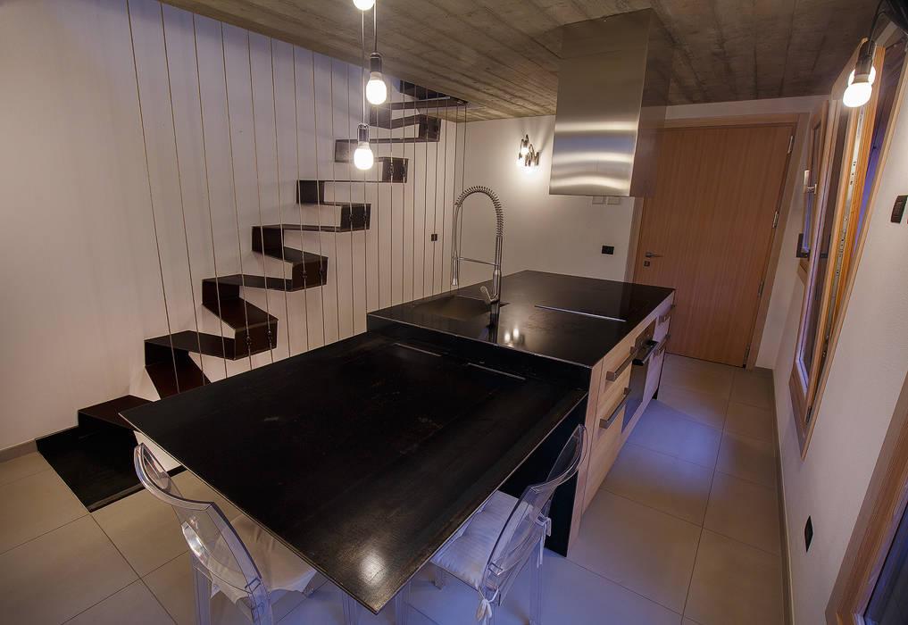 Minimalistische Küchen von BEARprogetti - Architetto Enrico Bellotti Minimalistisch
