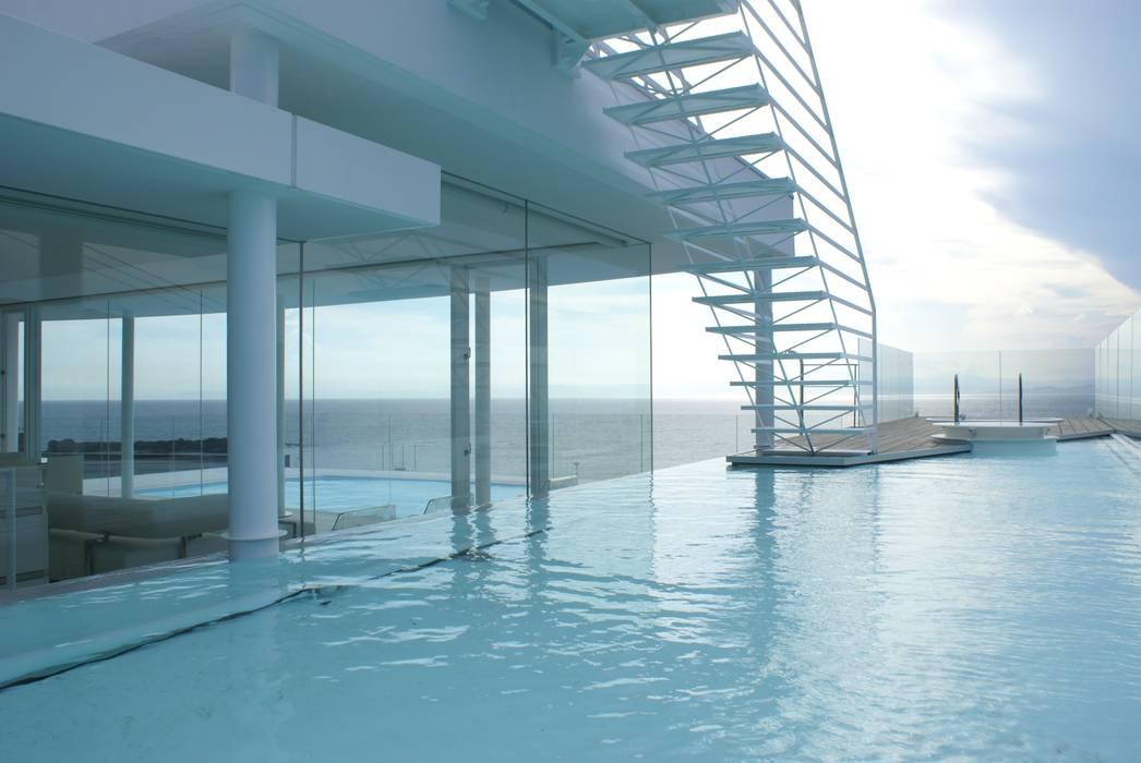 水盤とプール モダンスタイルの プール の アトリエ T+K モダン