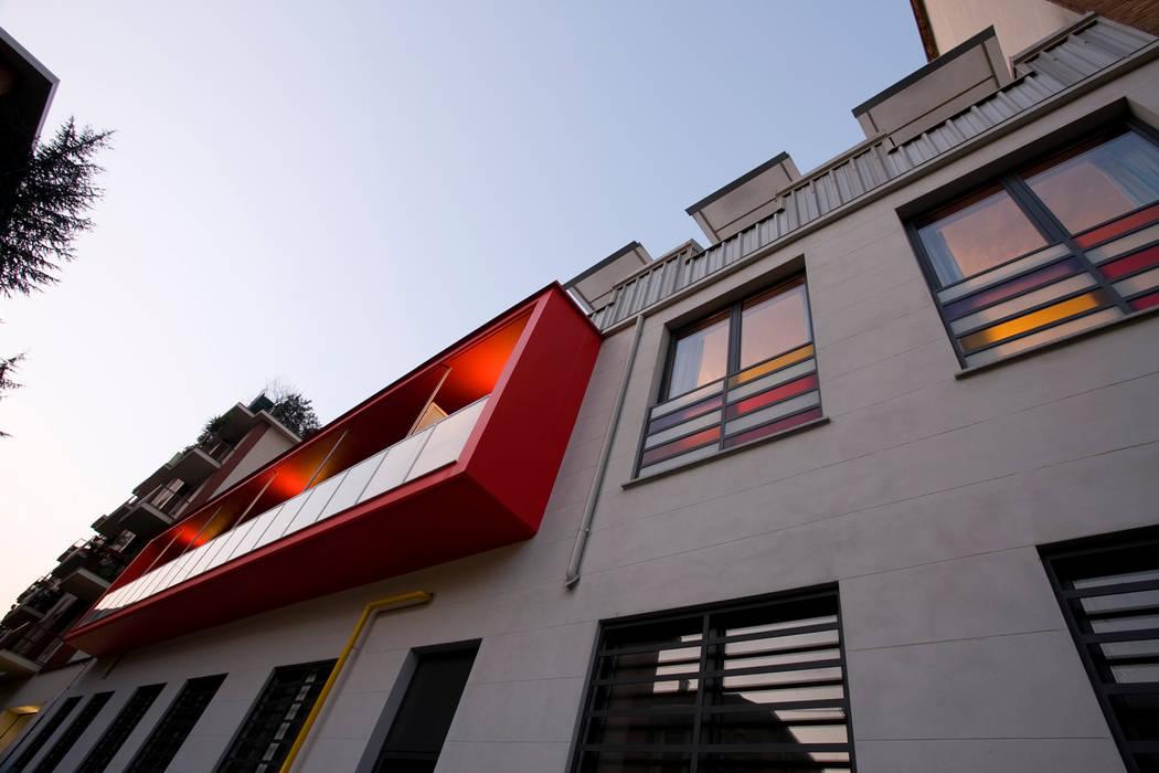 Via Pinelli -facciata su strada: Case in stile in stile Industriale di info4577