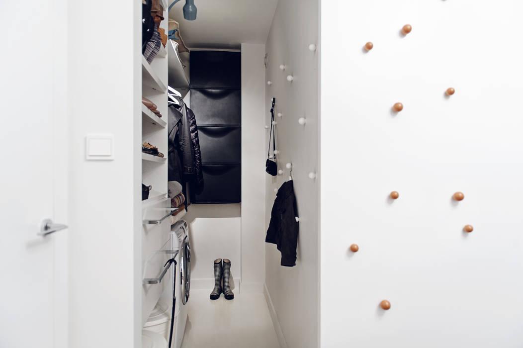 Apartament w Gdyni 2012 Nowoczesna garderoba od formativ. indywidualne projekty wnętrz Nowoczesny
