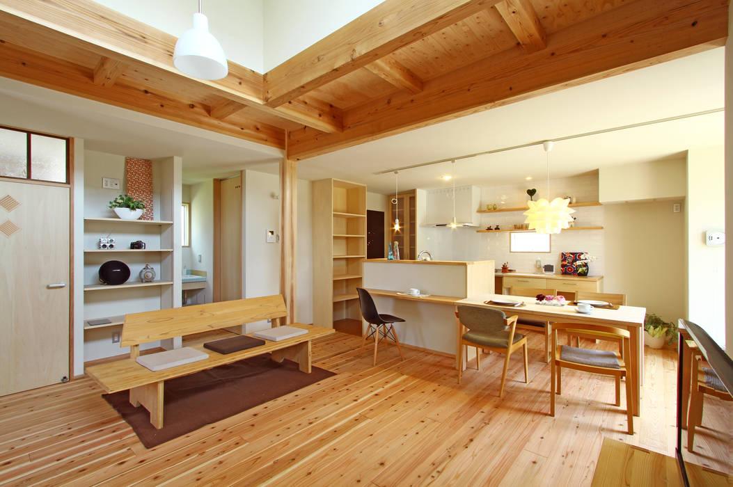 Ruang Keluarga oleh 有限会社 コアハウス, Skandinavia