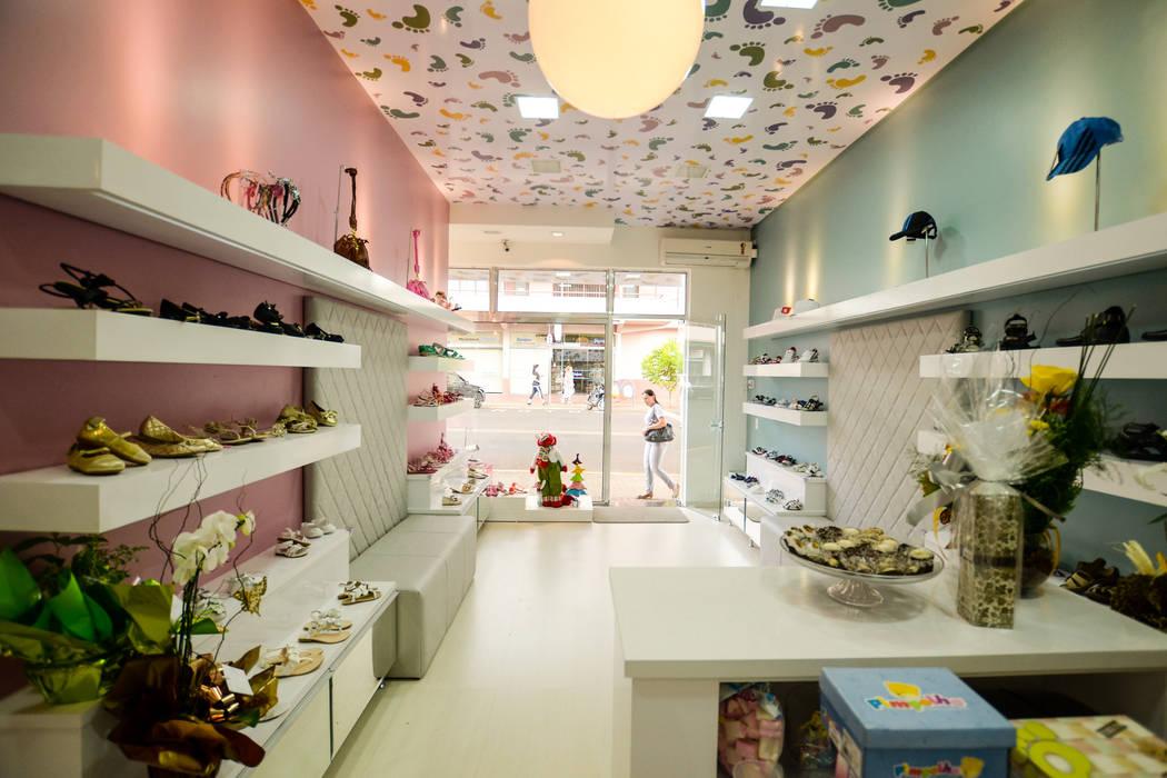 PEGA PÈ STORE: Lojas e imóveis comerciais  por Veridiana Negri Arquitetura,