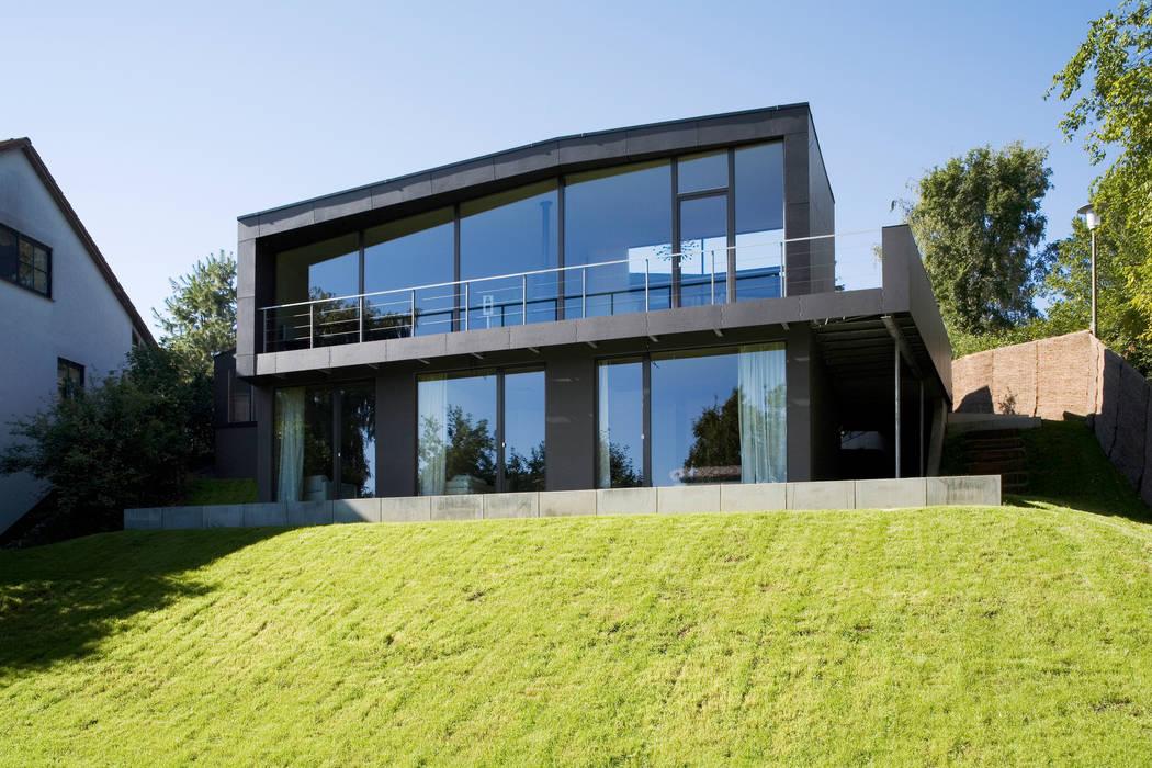 Gartenansicht Moderne Häuser von Markus Gentner Architekten Modern