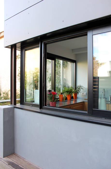 Окна в . Автор – Atelier d'architecture Pilon & Georges, Модерн