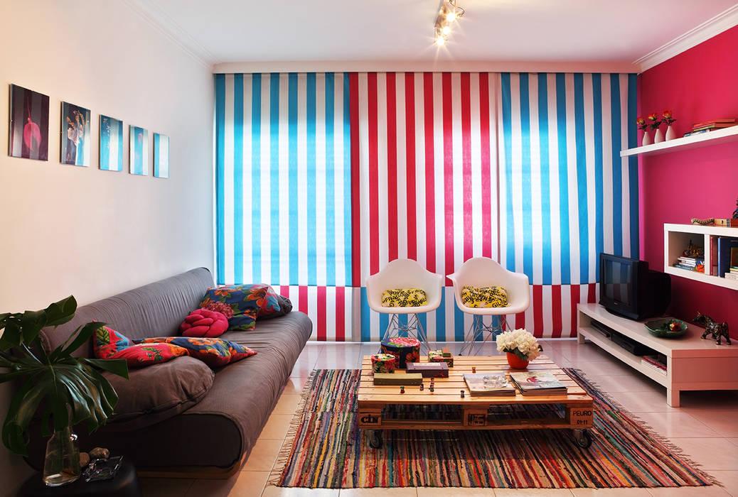 Phòng khách phong cách chiết trung bởi Tiago Patricio Rodrigues, Arquitectura e Interiores Chiết trung