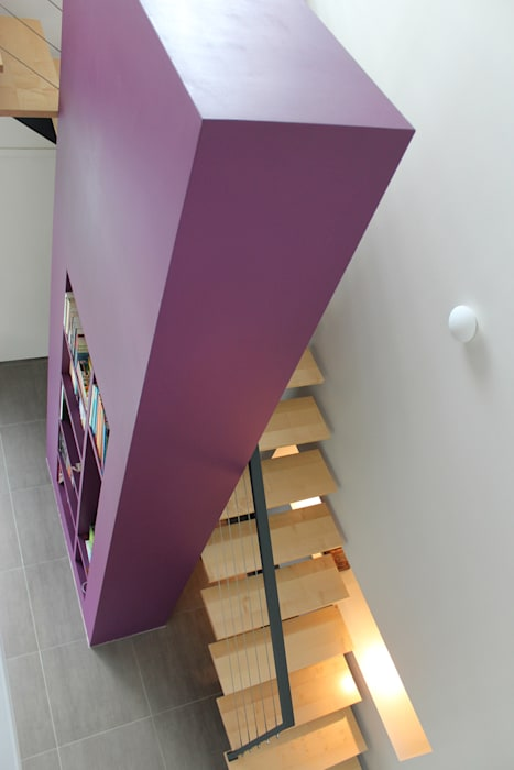 Atelier d'architecture Pilon & Georges Modern corridor, hallway & stairs