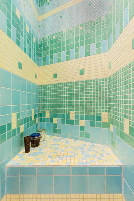 douche: Salle de bains de style  par goodnova godiniaux