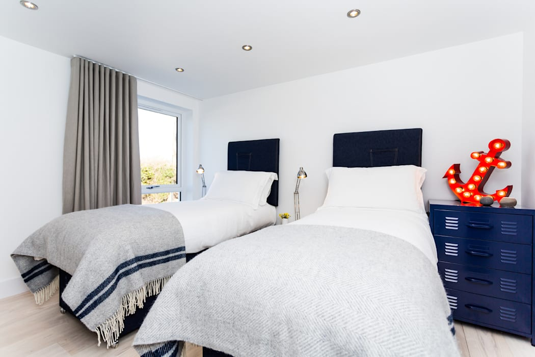 Sundown, Widemouth Bay, Cornwall Modern style bedroom by The Bazeley Partnership Modern