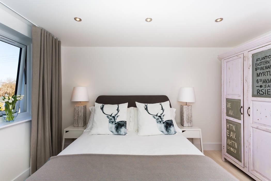 Sundown, Widemouth Bay, Cornwall Modern style bedroom by The Bazeley Partnership Modern