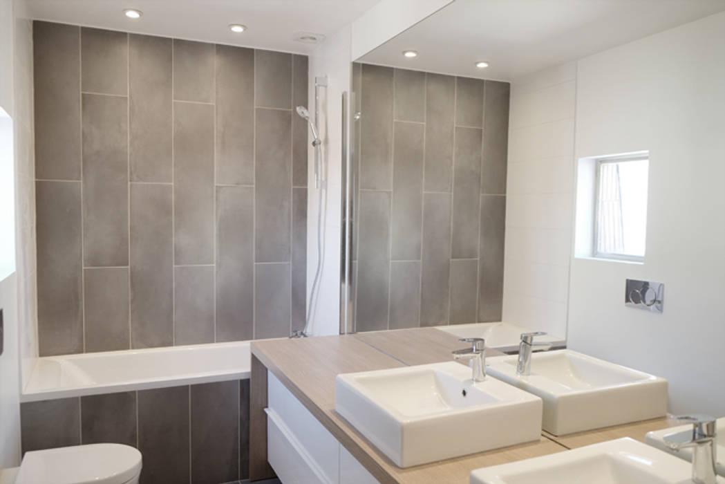 SDB Enfants - Yeme +Saunier / Maison Colombes: Salle de bains de style  par Yeme + Saunier
