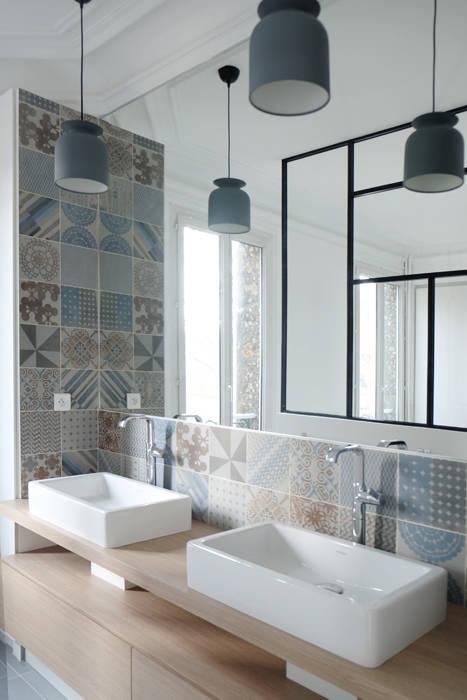 SDB Parents - Yeme +Saunier / Maison Colombes: Salle de bains de style  par Yeme + Saunier