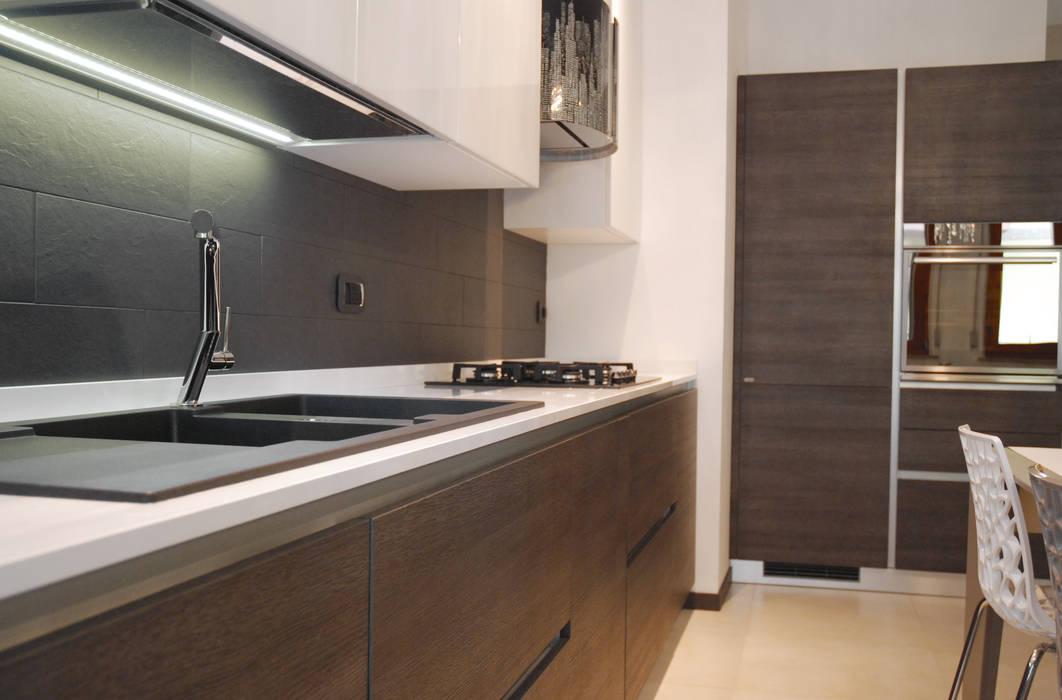 Cucina funzionale: Cucina in stile in stile Moderno di Ambienti in scena