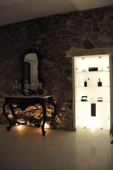 Recupero parete in pietra con nicchia in vetro. soggiorno ...