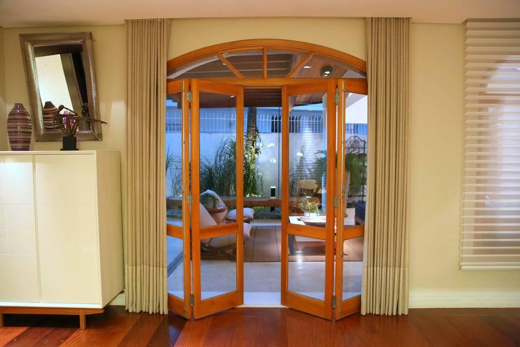 Puertas y ventanas de estilo moderno de MeyerCortez arquitetura & design Moderno