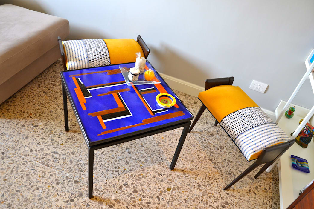 Restyling soggiorno: Soggiorno in stile in stile Moderno di Restyling Mobili di Raddi Federica