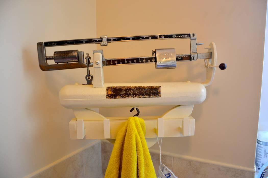 Restryling bagno: Bagno in stile in stile Moderno di Restyling Mobili di Raddi Federica