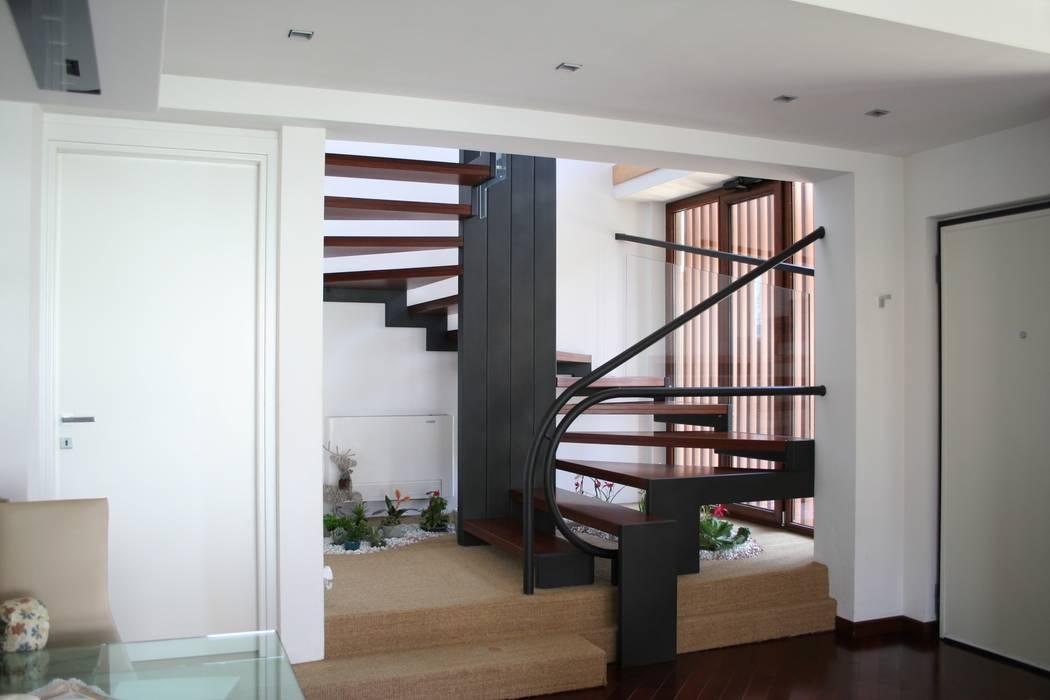 PARIS PASCUCCI ARCHITETTI Modern corridor, hallway & stairs