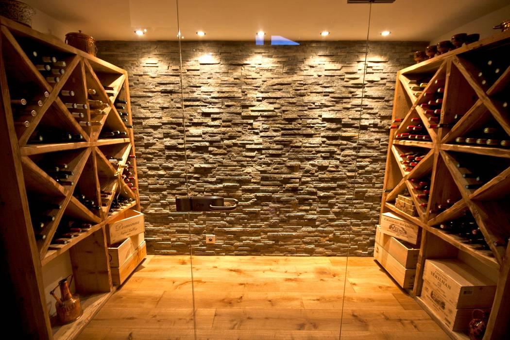 Chalet Les Chantéls: cave à vin Cave à vin rurale par shep&kyles design Rural