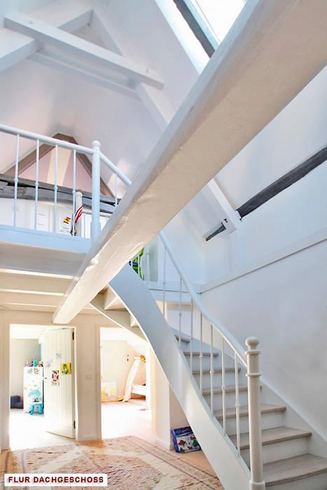 Umbau/Sanierung denkmalgeschütztes Wohnhaus, Kronberg i.Ts. Moderner Flur, Diele & Treppenhaus von Architekturbüro Hans-Jürgen Lison Modern