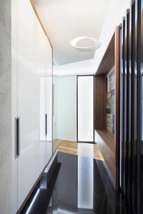 Галина Глебова Minimalist corridor, hallway & stairs