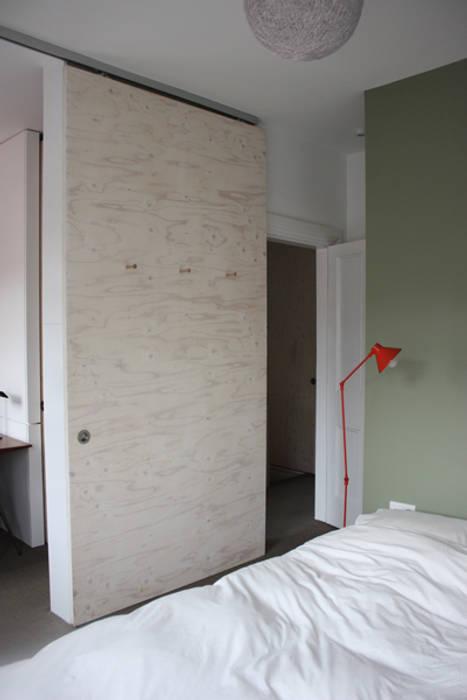 Sliding doors de gregblee Moderno