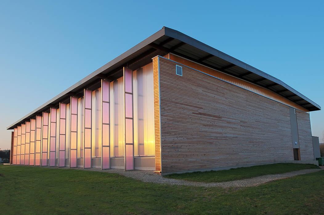 Façade  Nord: Stades de style  par Arkhidee Atelier d'Architecture
