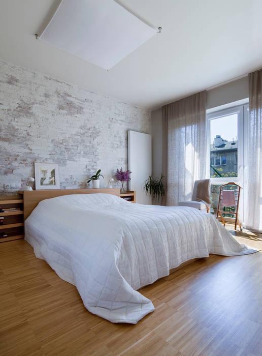 Sypialnia z białą cegłą Eklektyczna sypialnia od living box Eklektyczny