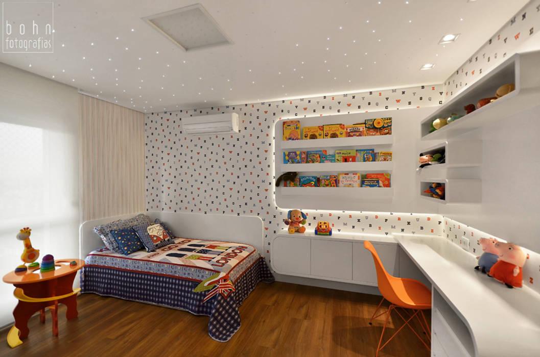Dormitório Menino 3 anos - Prático e Durável: Quarto infantil  por Carolina Burin Arquitetura Ltda