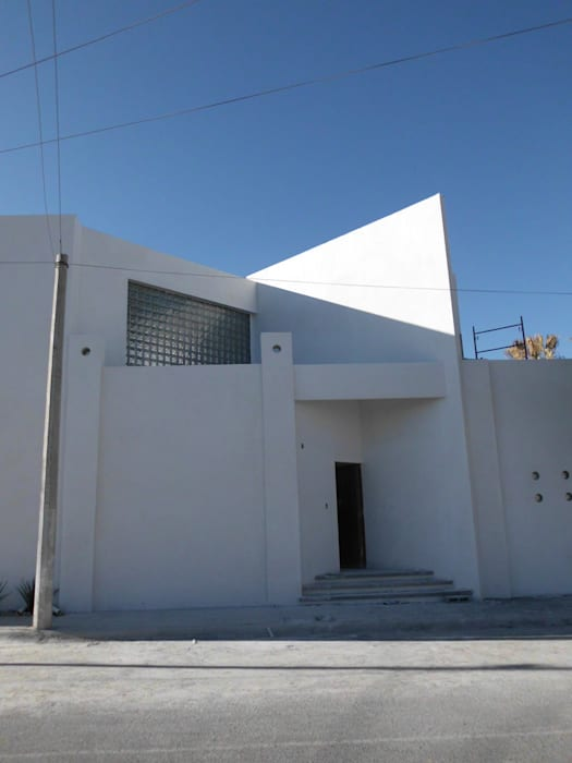 fachada: Oficinas y tiendas de estilo  por Diseño Corporativo