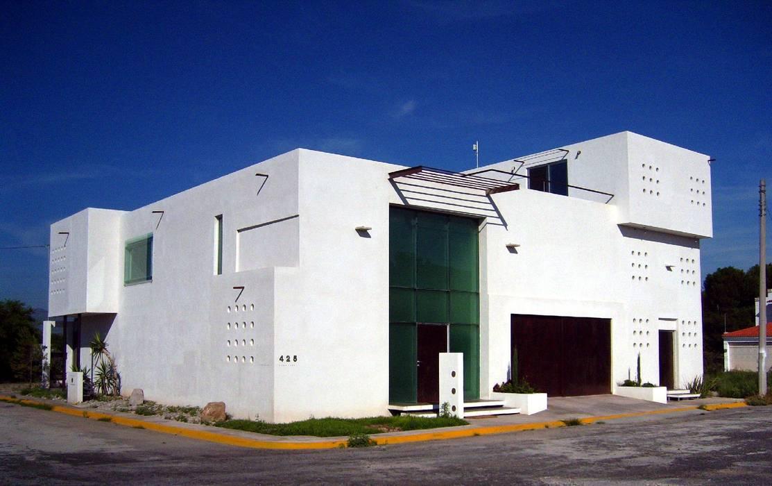 Fachada principal: Casas de estilo  por Diseño Corporativo, Minimalista