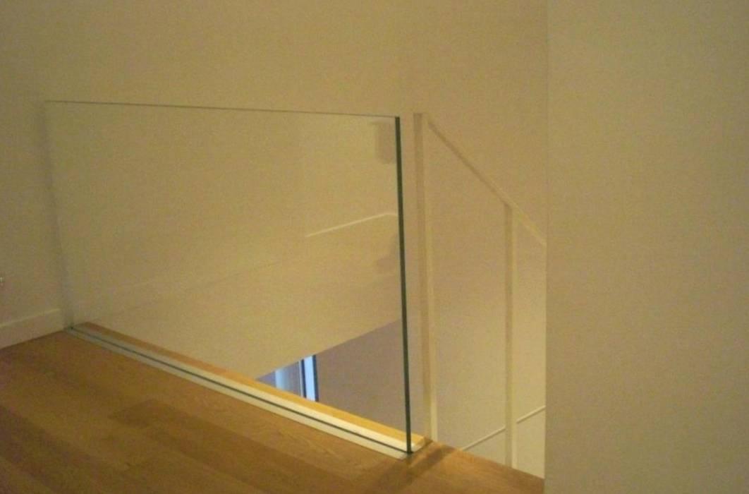 Materiali: Ingresso & Corridoio in stile  di Studio di architettura arch. Alberto Catraro