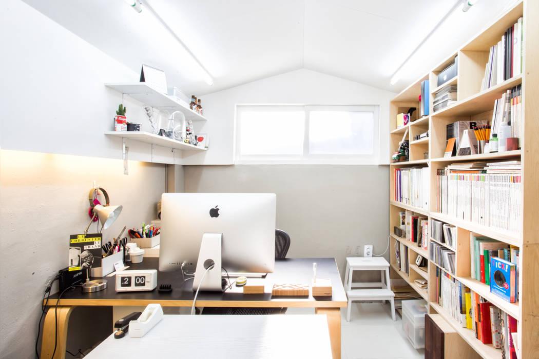 Oficinas y bibliotecas de estilo moderno de 지오아키텍처 Moderno