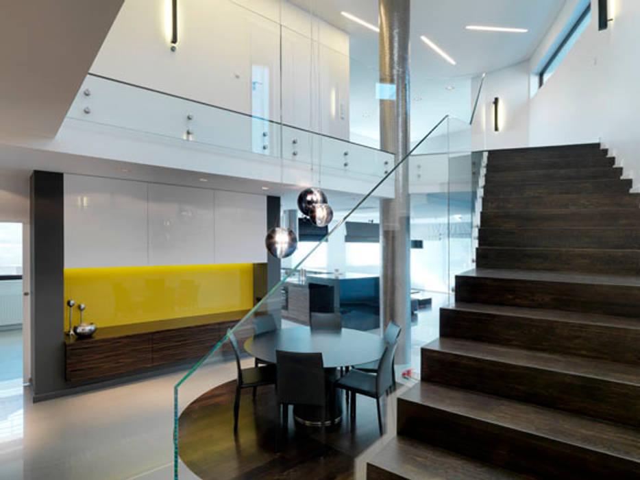 Schody Minimalistyczny korytarz, przedpokój i schody od living box Minimalistyczny