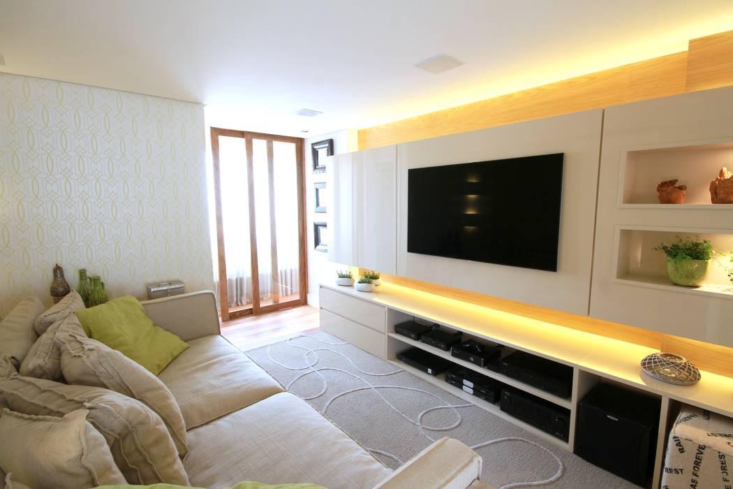 Moderner Multimedia-Raum von MeyerCortez arquitetura & design Modern