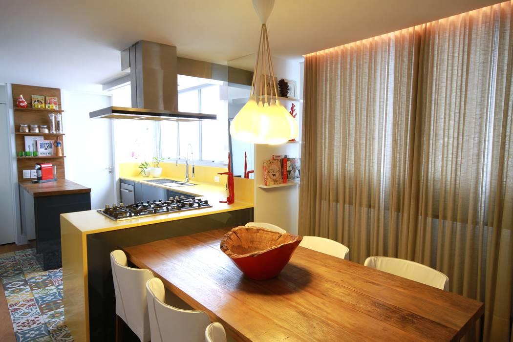 現代廚房設計點子、靈感&圖片 根據 MeyerCortez arquitetura & design 現代風