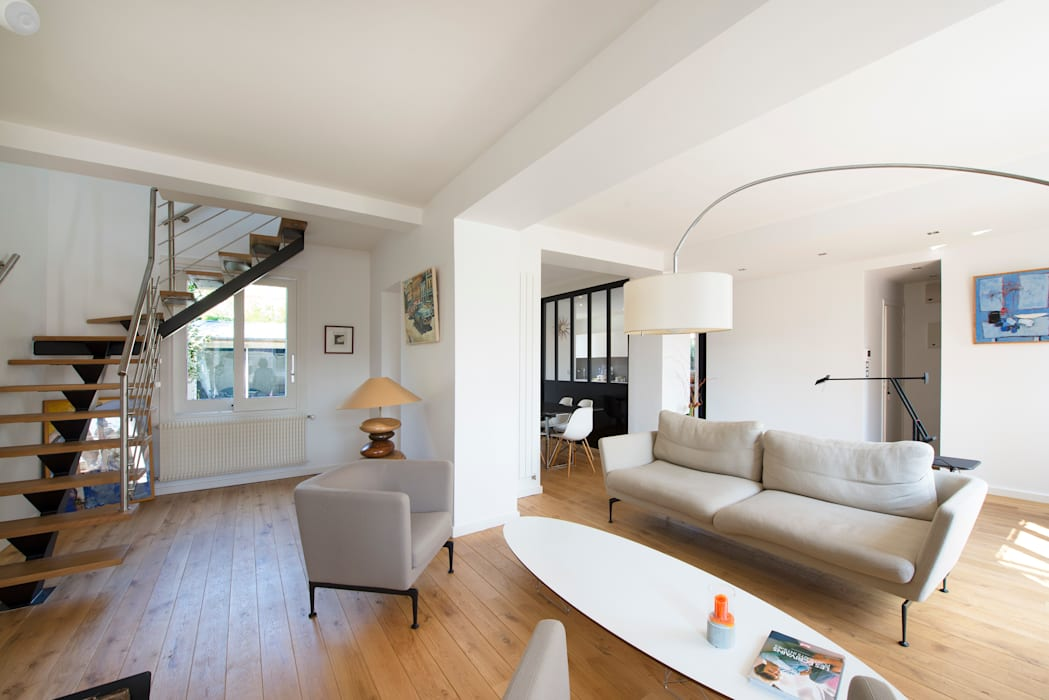 Living room by Hélène de Tassigny, Modern